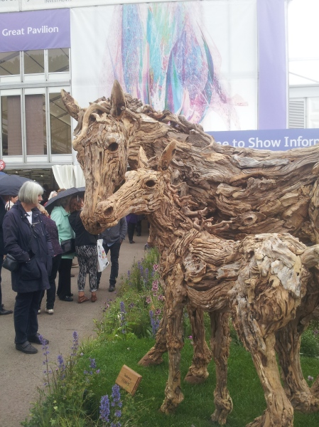 Garden sculpture made from driftwood and found wood - this lovely mother and foal had a £33,000 price tag at Chelsea RHS flower show. The use of sticks inspired me...